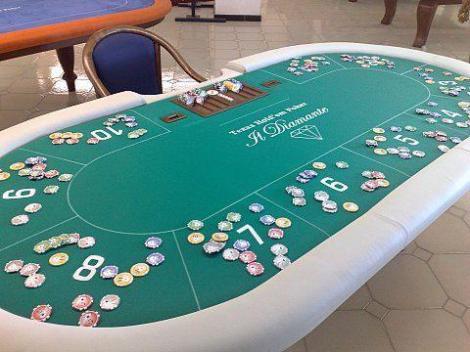 Piccole insofferenze al tavolo da poker tagli for Tavolo poker