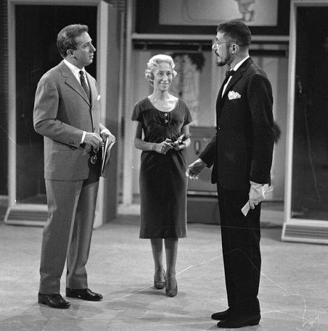 Mike Bongiorno con il dandy Gianluigi Marianini, Lascia o Raddoppia del 28 marzo 1956