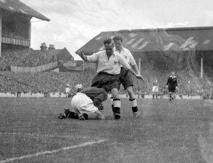 Soccer - League Division One - Tottenham Hotspur v Blackpool - White Hart Lane