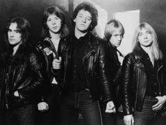 Iron Maiden (1981), da sx: Steve Harris, basso; Clive Burr, batteria; Paul Di Anno, voce; Adrian Smith, chitarra; Dave Murray, chitarra