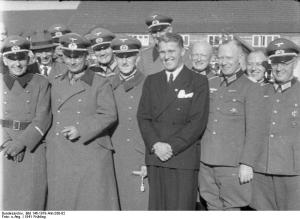 Von Braun a Peenemunde nel 1941 con degli ufficiali della Wermacht