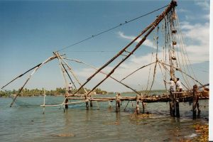 800px-Chinese_Fishing_Net_(Kochi,_India)