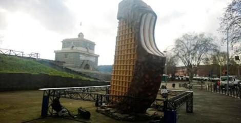 Il Winner Taco gigante comparso ieri a Roma